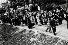 W drodze na cmentarz lata powojenne
