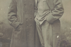 Stanislaw-Skopiński-(po-lewej)-z-kolegą,-rok-1915-awers
