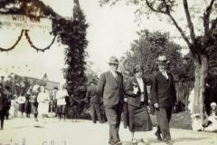 Wizytacja-parafii-w-Padwi-przez-biskupa-ordynariusza-tarnowskiego-Jana-Stepe-23-25.05.1950-r