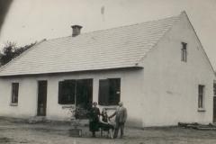 Przed-domem-Kapla-w-Padwi