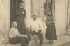 Lata-30---te,-przed-domem-w-centrum-Padwi