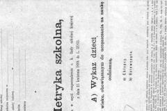 Strona-tytulowa-metryki-szkoly-w-Zadusznikach-oraz-fragment-strony-ze-spisem-uczniow-urodzonych-w-1898-r.-od-roku-szkolnego-1904-5