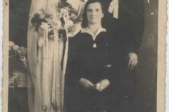 Tak żyli ludzie - Zaduszniki, Para Młoda - Wanda Cebula, Tadeusz Kępa razem z mamą Panny Młodej - Joanną Cebula, 1947 r.