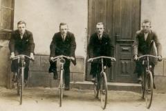 Cykliści-z-Zarównia,1928
