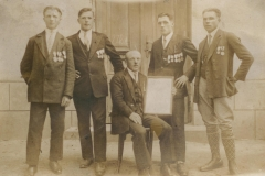 Sportowcy-z-dyplomem-i-orderem-,-1930-r