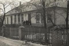 szkoła-w-Zarówniu-po-rozbudowie-w-1959-r