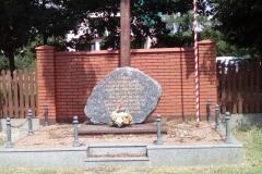 Zarównie-pomnik1